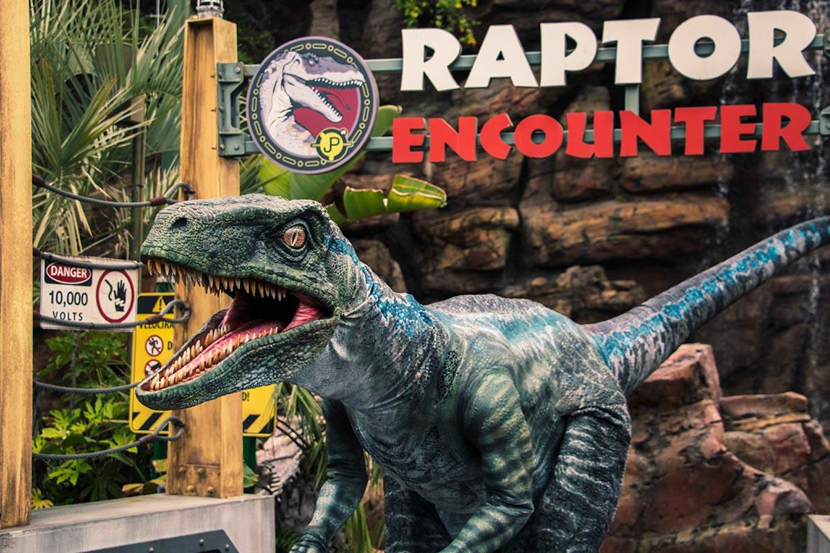 Blue El Dinosaurio Velociraptor Debuta En Universal Studios Hollywood Y Universal Orlando Resort 5 dinosaurios raptores mas peligrosos y letales de la prehistoria. blue el dinosaurio velociraptor debuta
