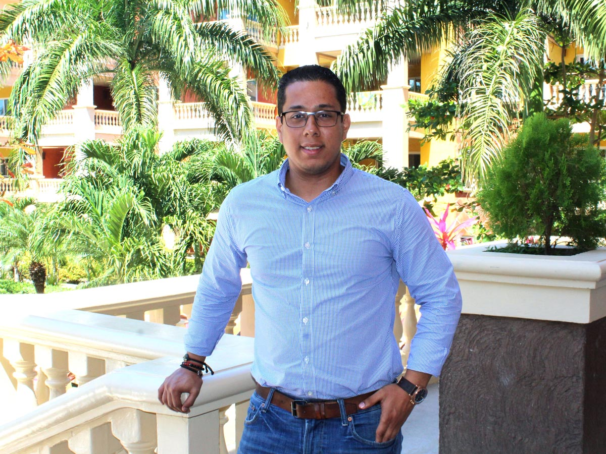 Marvin Zerón: Director de Ventas y Mercadeo de Infinity Bay & Beach Resort, Roatán, Honduras